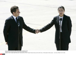 FRANCE: Ingrid Betancourt welcomed by Nicolas Sarkozy