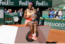 Paris: US Serena Williams Celebrates with the Trophy