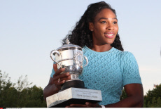 Paris Serena Williams with Trophy RG 2015