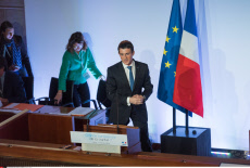 Paris: Valls delivers the closing speech of the Health Conference