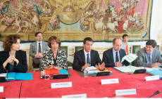Paris: Valls during a meeting on delinquency and radicalization