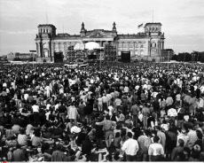David Bowie in concert in front of Reichstag building in West Be