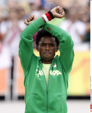 Ethiopian runner Feyisa Lilesa shows sign of protest