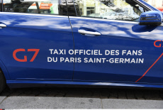 Taxi G7 with PSG's colors