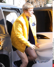 Justin Bieber Flashes His Fit Legs Heading Into Gym
