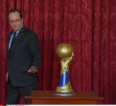Paris: Francois Hollande congratulations to French Handball team