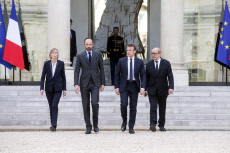 French President meets with English ambassador after the Manchester terrorist act