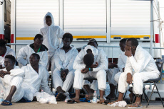Italy: About 1200 refugees landed in Salerno