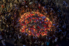 CITIZENS LEAVE FLOWERS AND CANDLES AT THE RAMBLAS TO REJECT VIOLENCE