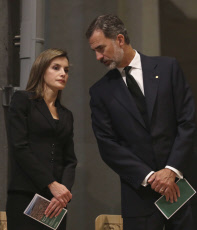 King Felipe and Queen Letizia signing in a book of condolence before a high mass celebrated in memory of the victims of the van attack at Las Ramblas earlier this week, at the Basilica of the Sagrada Familia in Barcelona, Spain.