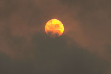 Red Sun over London, UK - 16 Oct 2017