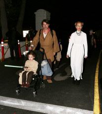 Rachel Zoe is Princess Leia for trick-or-treat with the kiddies