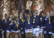 French women dethrone Norway to take handball world title