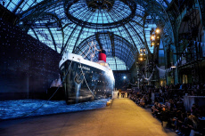 Paris : Chanel Cruise 2018/2019 Collection - Runway