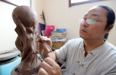 Farmer Makes Clay Sculpture of FIFA World Cup Trophy