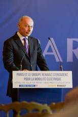 Paris: A. Hidalgo and Renault electric mobility