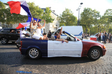 Paris: French Supporters celebrate Victory over Uruguay