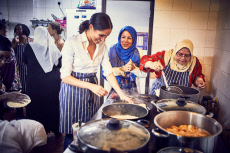 Meghan Duchess of Sussex in the Hubb Community Kitchen at the Al Manaar Muslim Cultural Heritage Centre, London, UK - 17 Sep 2018