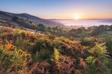 Beautiful images of an early Autumn sunrise in the Peak District