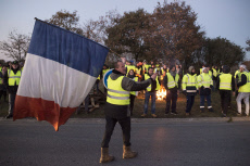 DONGES : Yellow vests slows down operation.