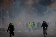 Gilets Jaunes protest on the Champs Elysees