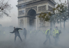 Paris Clashes on Place de l'Etoile