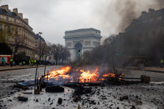 Clashes in PARIS