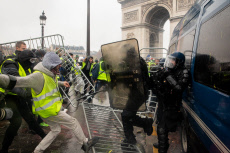 Paris Yellow Vests violent protest near the Arc de Triomphe
