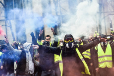 Yellow vest violent protest in Bordeaux.
