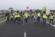 SAINT-NAZAIRE : Yellow vests block the bridge of Saint-Nazaire.