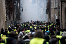 FRA : BOURGES : Gilets Jaunes : affrontements et violences
