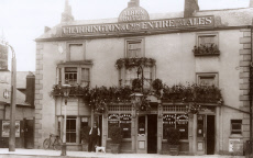 The Albion Hotel (public house), East Molesey, Surrey