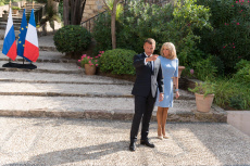 Bormes-les-Mimosas:  Emmanuel and Brigitte Macron welcome Putin at the Bregancon Castle