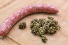 Marseille, dans les chipolatas du boucher, une substance issue du cannabis