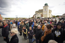 Thousand take part in rosary march in Warsaw