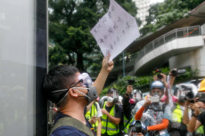 Hong Kong: Thousands of Masked Protesters Defy Anti-Mask Laws