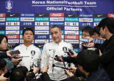 S. Korean footballers return home