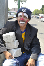 Mexico: Clown juggler of the streets