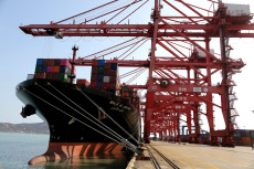 China: China's foreign trade up 2.4% in first ten months