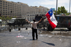 Thousands of Chileans adhere massively to the call for a general strike
