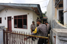Indonesia: Police officers stand guard in front of the family home of suspected suicide bombers in Medan