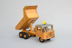 Wooden toy, tipper with folded up loading area