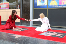 USA - Idina Menzel and Kristen Bell Star Ceremony - Los Angeles