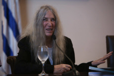 "Patti Smith: ""we Have to guide to our younger, help them in his fight"""