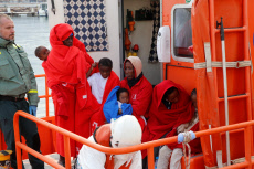 15 migrants rescued at sea are transferred to Melilla