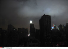 USA: Manhattan into darkness