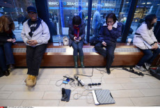 NY: NEW YORKERS WITHOUT ELECTRICITY GATHER TO CHARGE ELECTRONICS