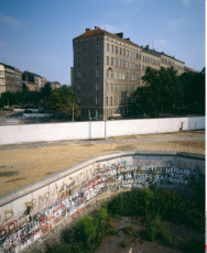 1986 GERMANY BERLIN WEDDING FRENCH SECTOR WALL AT BERNAUER STRASSE STREET