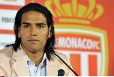 Radamel Falcao goes to Man UTD