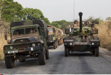 Bangui-Yaloke French soldiers of Sangaris on the road to the north